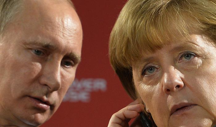 Preşedintele rus Vladimir Putin împreună cu Angela Merkel, Hanovra, 8 aprilie 2013