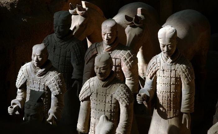 Soldaţi de teracotă, provincia Shaanxi, China.