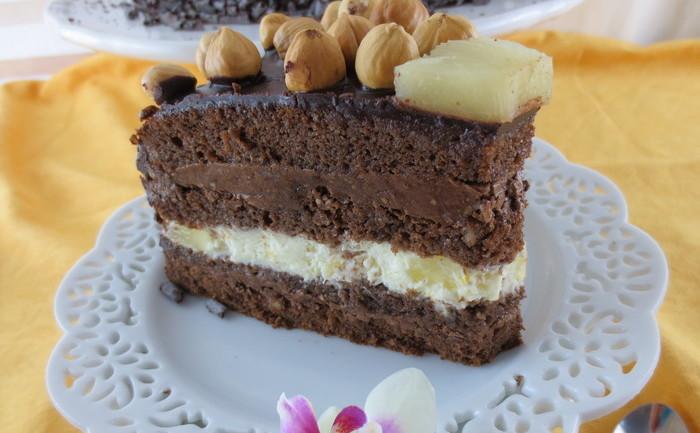 Tort de ciocolată cu alune, portocale şi ananas