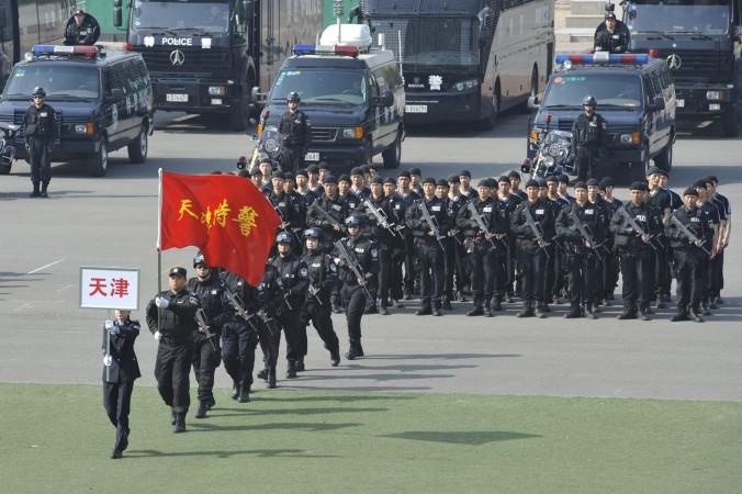 Un marş al unei echipe speciale chineze de poliţie în timpul unei demonstraţii din Beijing, la12 aprilie 2011.