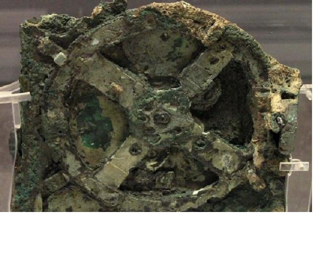 Mecanismul Antikythera este un dispozitiv mecanic de 2000 de ani folosit pentru a calcula poziţiile soarelui, lunii, planetelor şi datele Jocurile Olimpice antice. Mecanismul a fost descoperit într-o navă naufragiată în Grecia în anul 1900.