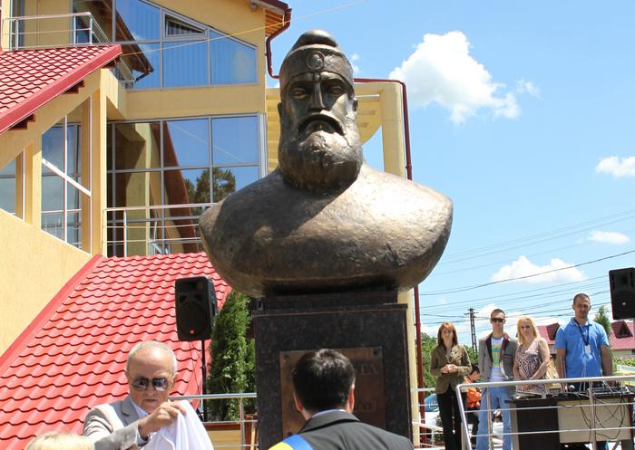 Bustul lui Burebista, din comuna Măgurele