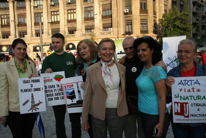 Ziua mondială a mediului. Artista Mihaela Mihai susţine societatea civilă pentru protecţia vieţii.