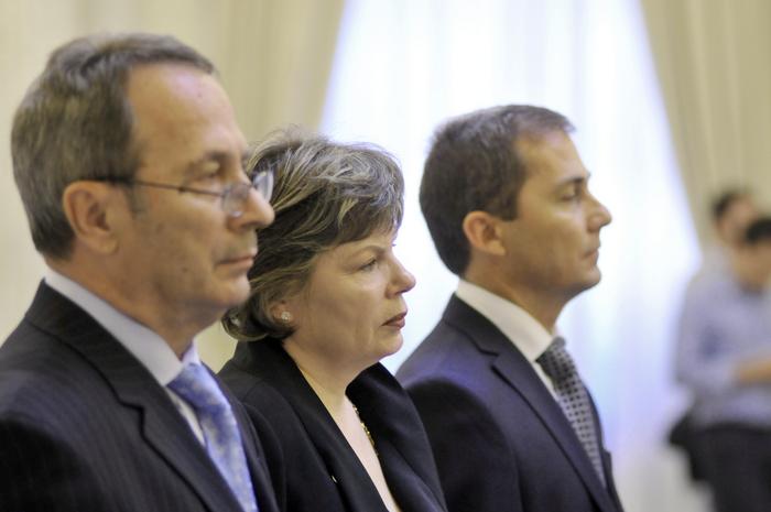 Palatul Cotroceni, depunere jurământ, noii membri ai CCR. În imagine, Valer Dorneanu Mona Pivniceru şi Daniel Morar