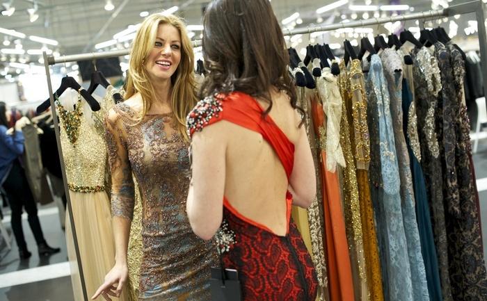 Sunt femei care stau de multe ori în faţa dulapului şi se întreabă: cu ce să mă îmbrac?