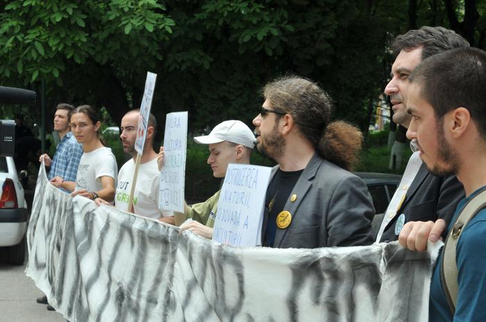 Protest faţă deeliberarea avizelor de mediu pentru exploatarea gazelor de şist în Vaslui