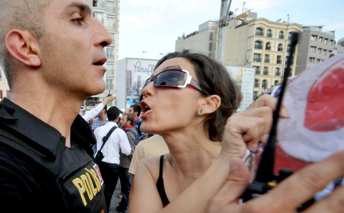 Turcia: Revolta femeilor gravide. Arhivă