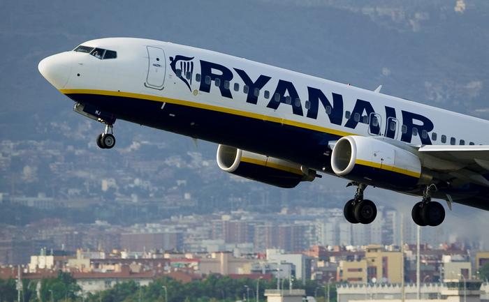 Avion al companiei aeriene low-budget Ryanair