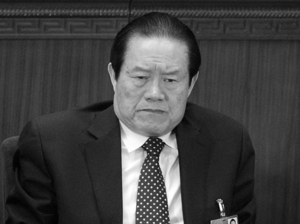Într-o imagine luată la 5 martie 2012, Zhou Yongkang, membru al Comitetului Permanent al Biroului Politic al Partidului Comunist Chinez, participa la sesiunea de deschidere a Congresului National Popular, la Sala Mare a Poporului din Beijing