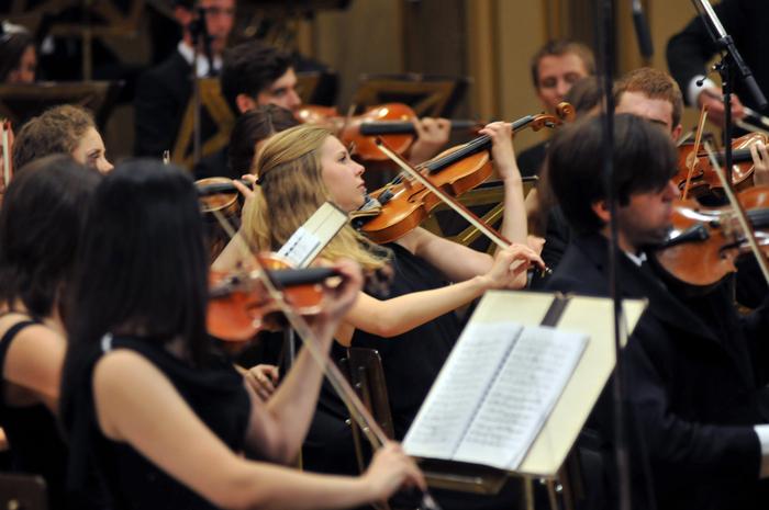 Ateneul Român, concert simfonic susţinut de Orchestra Naţională de Tineret a Moldovei. Dirijor Adriano Marian, Iulian Gâneş-vioară, Lavinia Ştirbu-Sokolov, pian