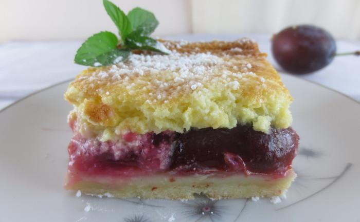 Prăjitura cu prune şi cremă
