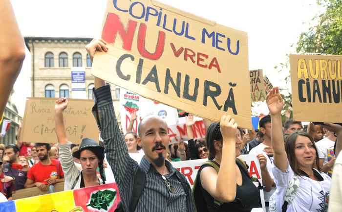 Protest împotriva proiectului de exploatare a aurului de la Roşia Montană.