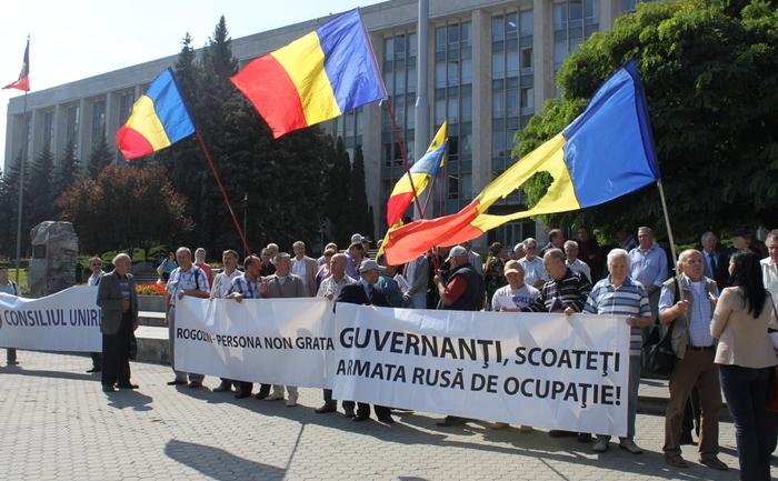 Rogozin întîlnit cu proteste la Chişinău