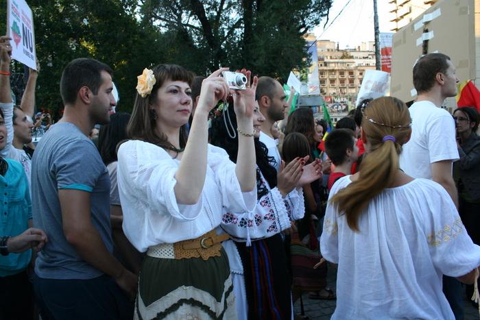 Revoluţia începe la Roşia Montană - Proteste în Piaţa Universităţii pe 1.09.2013. Protestatarii au pornit într-un marş neautorizat până la guvern.