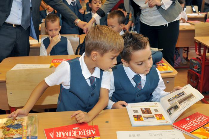 """Început de an şcolar la Şcoala Generală """"Pia Brătianu"""" din Bucureşti. 16 septembrie 2013"""