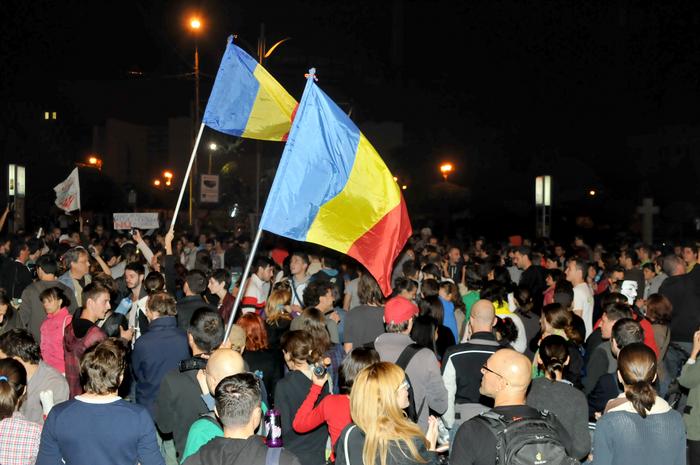 A 15-a zi de proteste împotriva proiectului Roşia Montană. Peste 15000 de protestatari au ocupat Piaţa Universităţii. 15 septembrie 2013