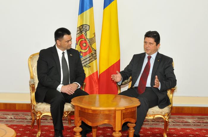 MAE, întrevedere Titus Corlăţean şi Vitalie Mariuţa, ministrul Apărării al Republicii Moldova