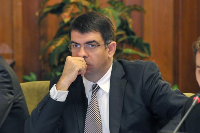 Robert cazanciuc, ministrul Justiţiei, audiat de Comisia pentru Roşia Montană. Parlamentul României, 39 septembrie 2013
