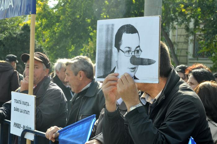 """Protest sindicalişti """"Cartel Alfa"""" în Piaţa Victoriei, 9 octombrie 2013"""