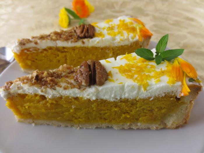 Plăcinta de dovleac cu praline şi portocală