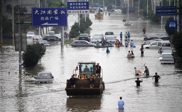 Inundaţiile provocate de taifunul Fitow în oraşul Yuyao, din provincia de est a Chinaei, Zhejiang.