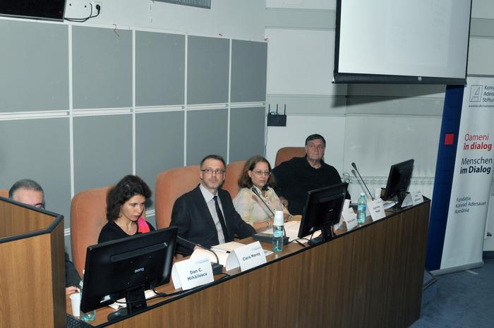 """Conferinţa cu tema, """" Informatorii Securităţii Comuniste """" prezentată de, Dan C Mihăilescu, Clara Mareş, Sorin Lavric, Geanina Nagâţ şi Alex Ştefănescu"""
