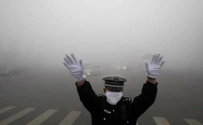 """China: Harbin, oraşul închis pentru poluare, """"Airpocalypsă"""""""
