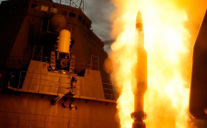 Lansare a unei rachete de interceptare SM-3 de către Japonia în oceanul Pacific.