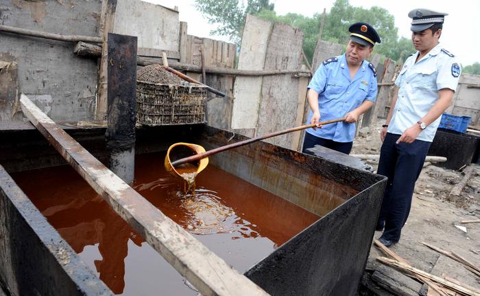 Uleiul de lături, sau de canal al Chinei, Beijing. Arhivă. 2 august 2010