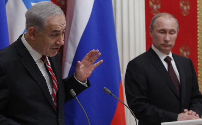 Preşedintele rus Vladimir Putin (dr) şi premierul israelian Benjamin Netanyahu participă la o conferinţă comună de presă la Kremlin, 20 noiembrie 2013, Moscova.