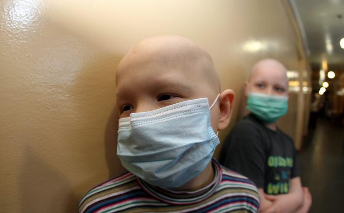 Copii cu diferite forme de leucemie în spital pentru tratament.