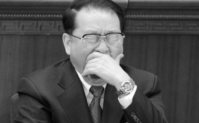 Lee Changchun, fost membru al comitetului permanent al biroului politic,  cască în timpul sesiunii de deschidere a Congresului Naţional al  Poporului din China, în Sala Mare a Poporului, Beijing, 5 martie 2012