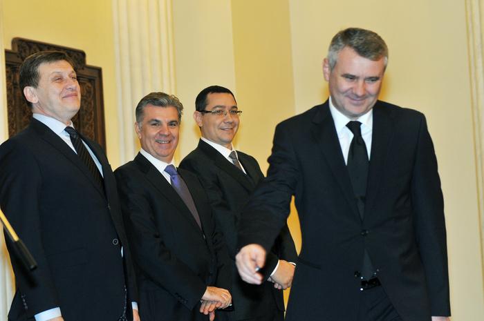 Palatul Cotroceni. În imagine, Crin Antonescu, Valeriu Zgonea, Victor  Ponta şi Gigel Sorinel Ştirbu, la depunerea jurământului pentru funcţia  de ministrul Culturii