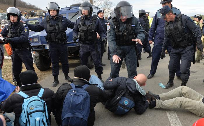 Proteste la Pungeşti, 7 decembrie 2013