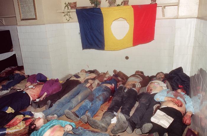 Cadavre ale victimelor Revoluţiei din decembrie 1989