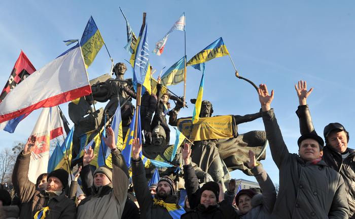 Protestatari în Piaţa Independenţei din Kiev.
