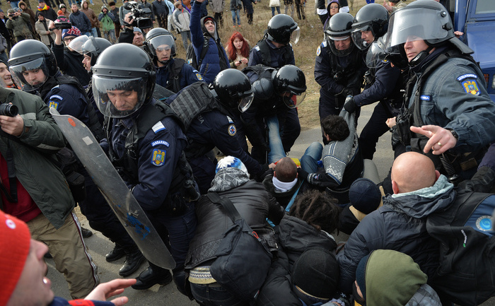 Proteste la Pungeşti împotriva exploatării gazelor de şist