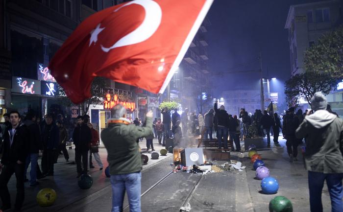Demonstraţii violente în ciocnirile cu poliţia, Istambul, decembrie 25