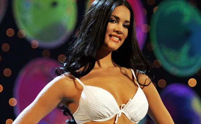 Miss Venezuela 2004, Monica Spear, la concursul Miss Universe 2005 în Bangkok, 31 mai 2005