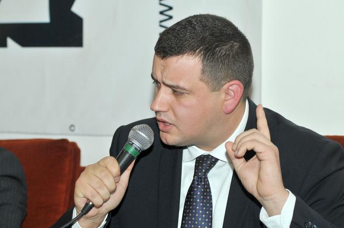 """Grupul de Dialog Social (GDS), dezbatere pe tema, """" Influenţa PPE în  România, în perspectiva alegerilor europene şi prezidenţiale din 2014.  În imagine, Eugen Tomac"""