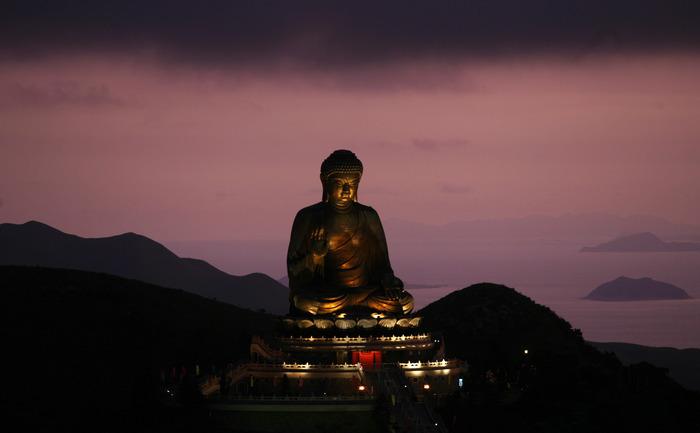 Statuie Buddha din insula Lantau, Hong Kong.