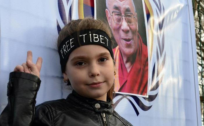O tânără activistă pentru drepturile tibetanilor