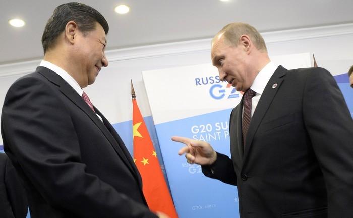 Preşedintele rus Vladimir Putin şi preşedintele chinez Xi Jinping