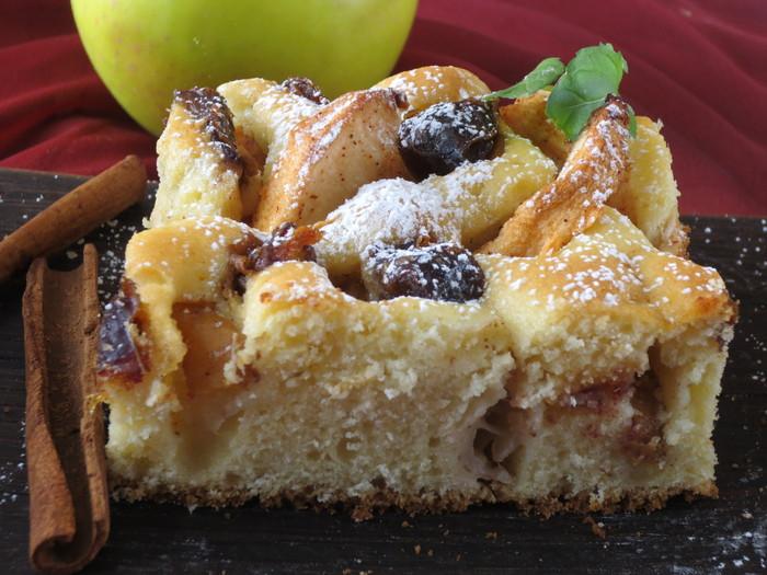 Prăjitură cu mere şi curmale