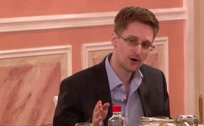 Inamicul public numărul unu al SUA şi fostul consultant al NSA, Edward Snowden.