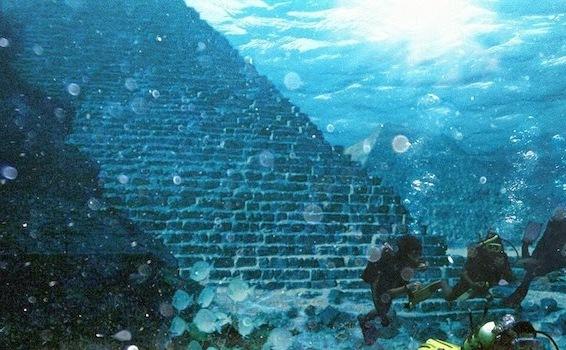 Piramidă subacvatică