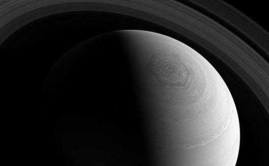 Planeta gazoasă Saturn.