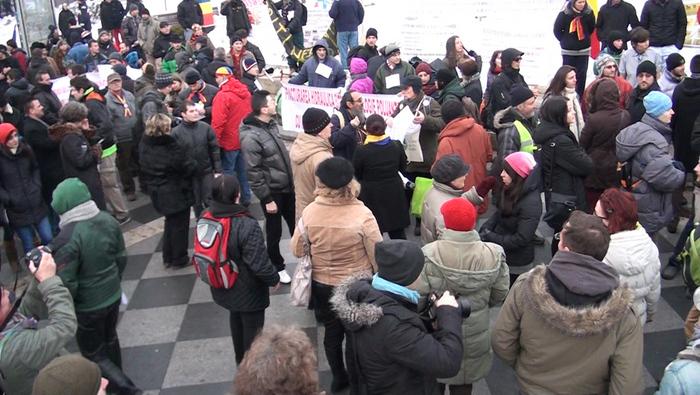 Piaţa Universităţii, proteste împotriva fractării hidraulice şi a proiectului Roşia Montana