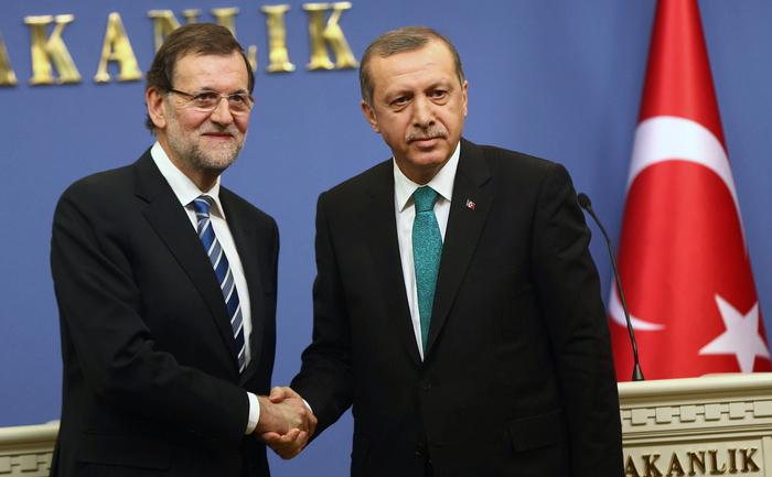 Premierul spaniol Mariano Rajoy şi omologul său turc, Recep Tayyip Erdogan.