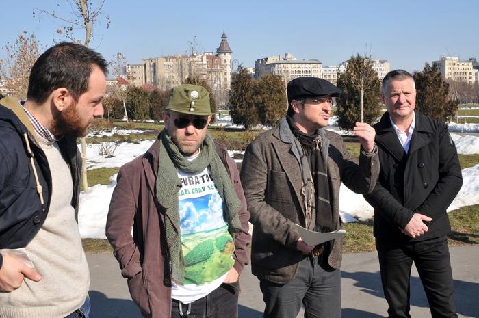 """Declaraţii de presă în Parcul Izvor cu tema-"""" Legea spaţiilor Verzi """". În imagine, Dan Bărbulescu, Liviu Mihaiu, Costel Popa şi Dan Trifu"""